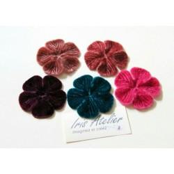 1 Fleur en velours prune pour scrapbooking, carterie, couture, décoration