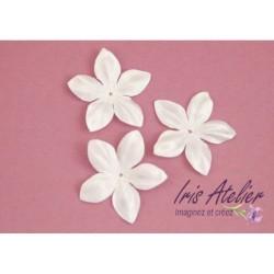 3 fleurs en satin de soie blanche pour bijoux mariage, scrapbooking, carterie, couture