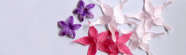 Fleurs en satin et soie